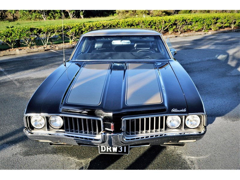 oldsmobile cutlass 704884 002