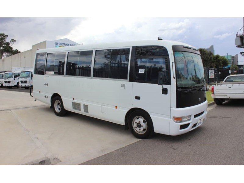 nissan civillian bus 705666 001