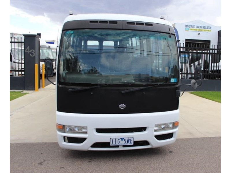 nissan civillian bus 705666 002