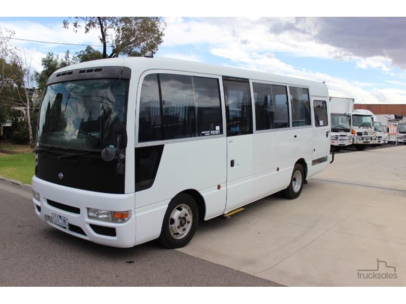 nissan civillian bus 705666 003