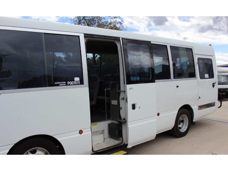 nissan civillian bus 705666 004