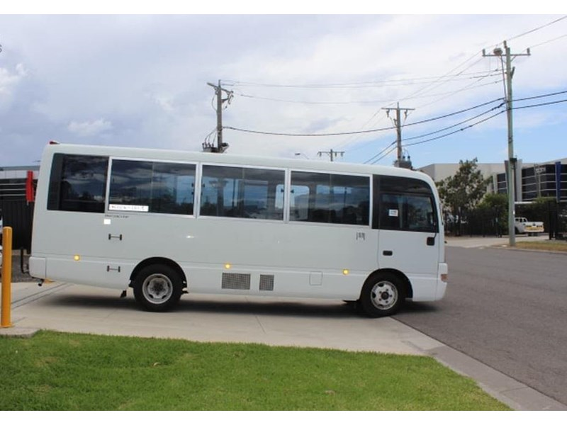 nissan civillian bus 705666 007