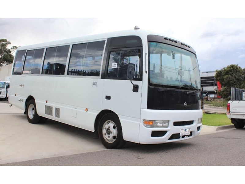 nissan civillian bus 705666 009