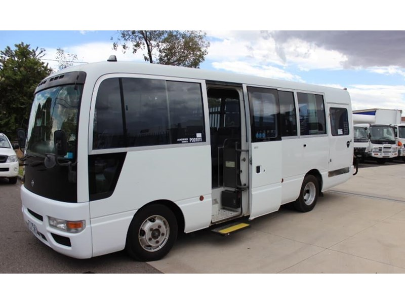 nissan civillian bus 705666 011