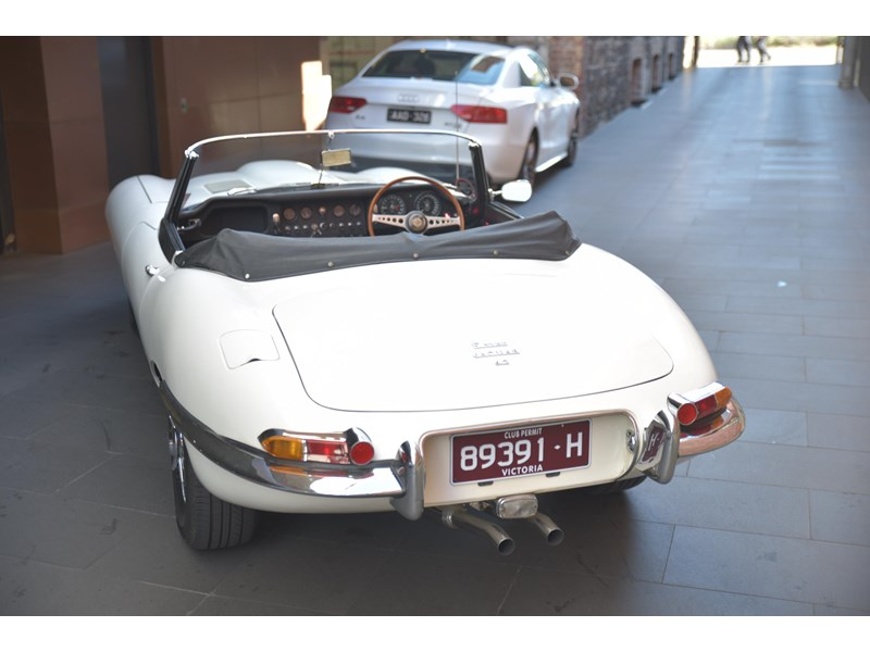 jaguar e-type 706356 006