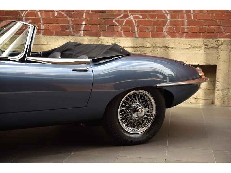 jaguar e-type 706370 010