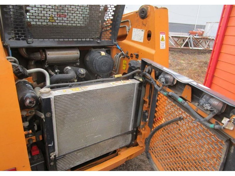 case tr270 tracked skid steer loader 717936 010