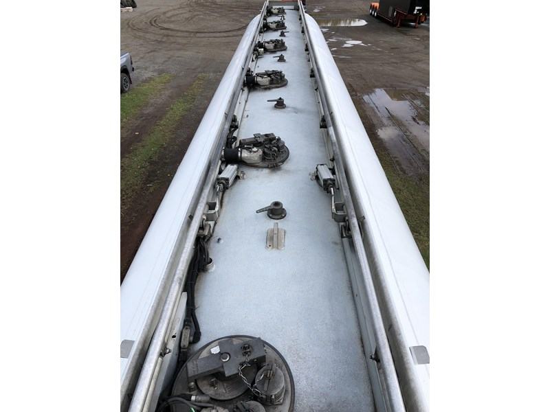 heil tri-axle fuel tanker trailer 718142 023