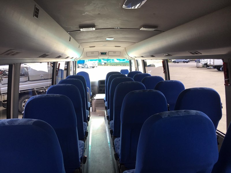 fuso rosa deluxe 25 seats 719830 009