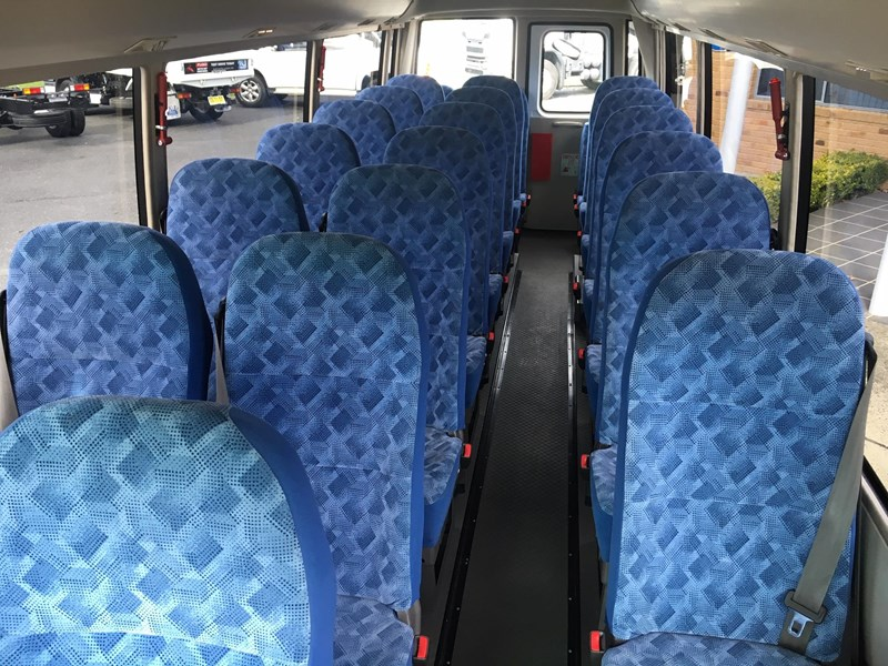 fuso rosa deluxe 25 seats 719830 010