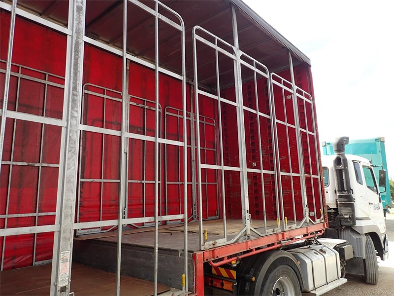 maxitrans curtainsider trailer 688610 007