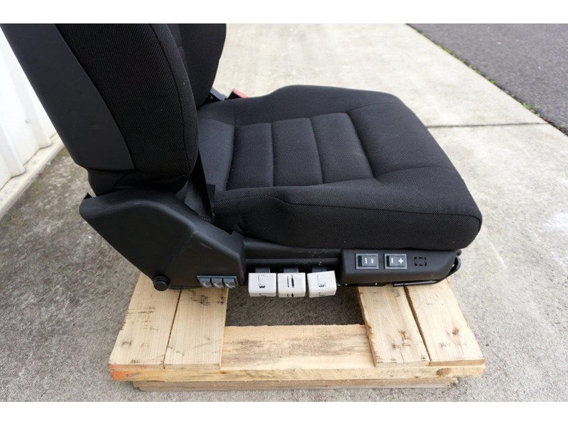 daf cf7585 drivers air seat 722226 006