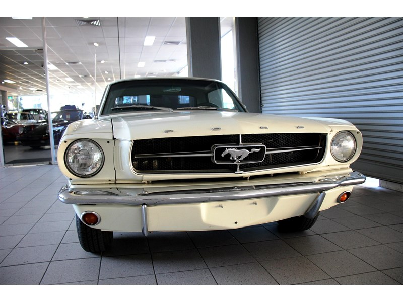 ford mustang 661163 011