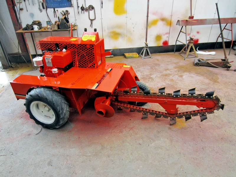 DITCH WITCH TRENCH DIGGER WRIGHTS TRACTORS PHONE 08-8323