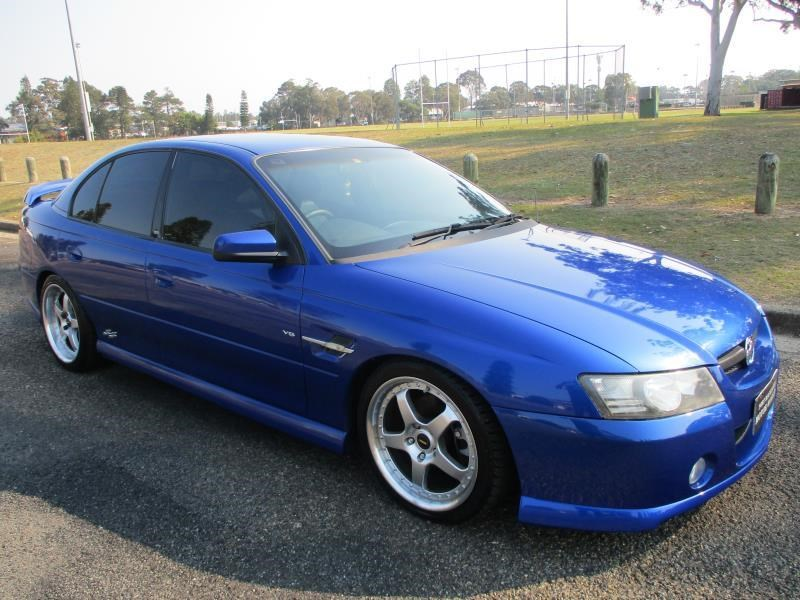 holden commodore 675326 001