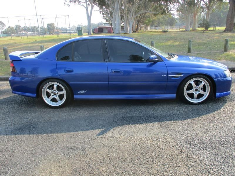 holden commodore 675326 002