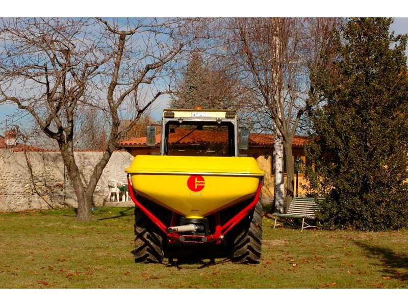 cosmo pdhv series 125 pendulum fertiliser spreader 731290 002