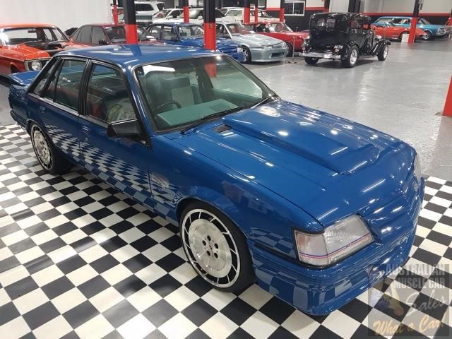 holden commodore 698865 011