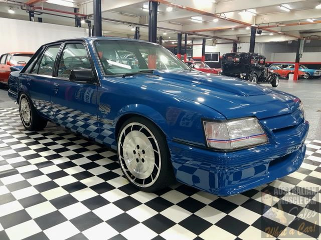 holden commodore 698865 012