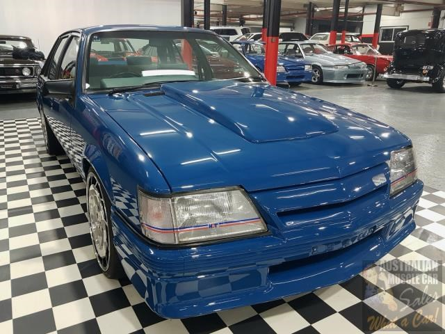 holden commodore 698865 013
