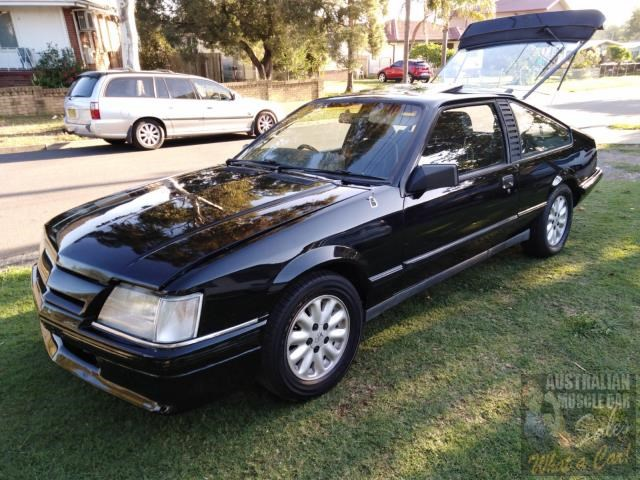 holden commodore 697989 001