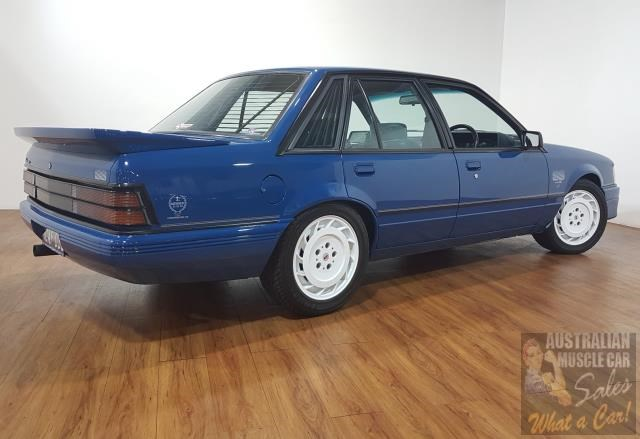 holden commodore 619871 013