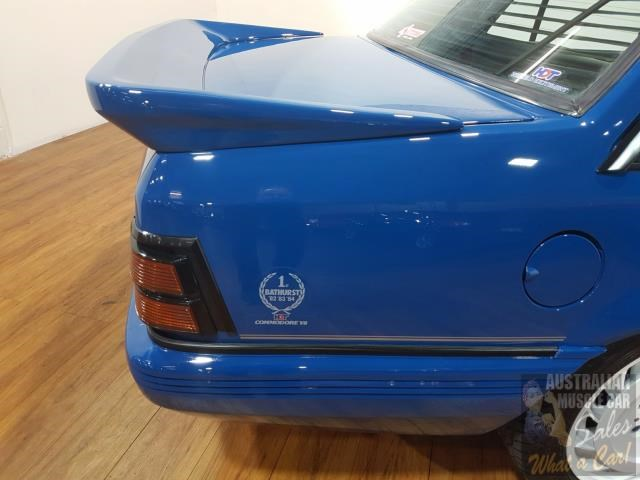 holden commodore 619871 014