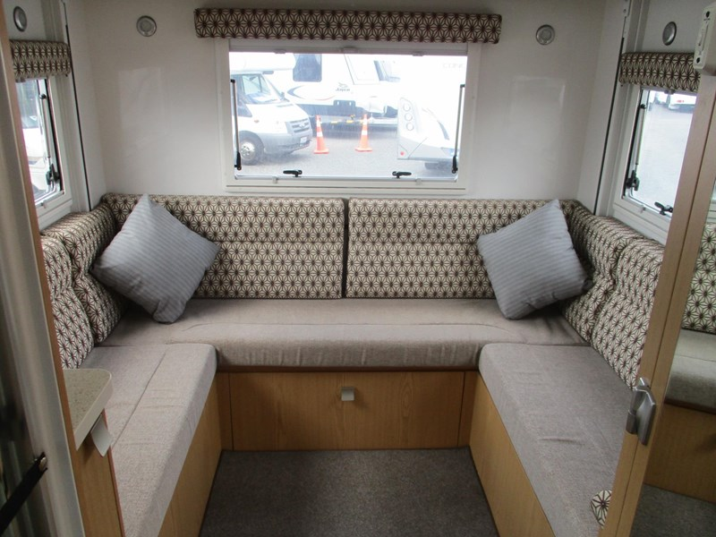 winnebago (apollo) airlie 742307 008