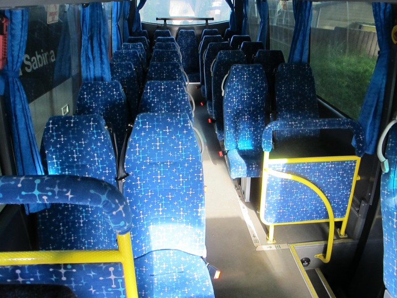 yutong 27 seat mini-bus & coach 693746 003