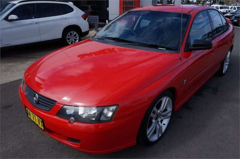holden commodore 745687 002