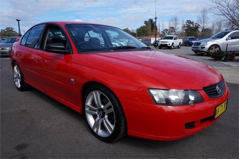 holden commodore 745687 008