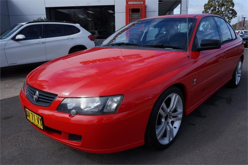 holden commodore 745687 010