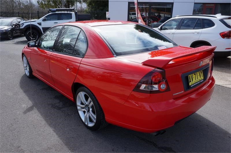 holden commodore 745687 011