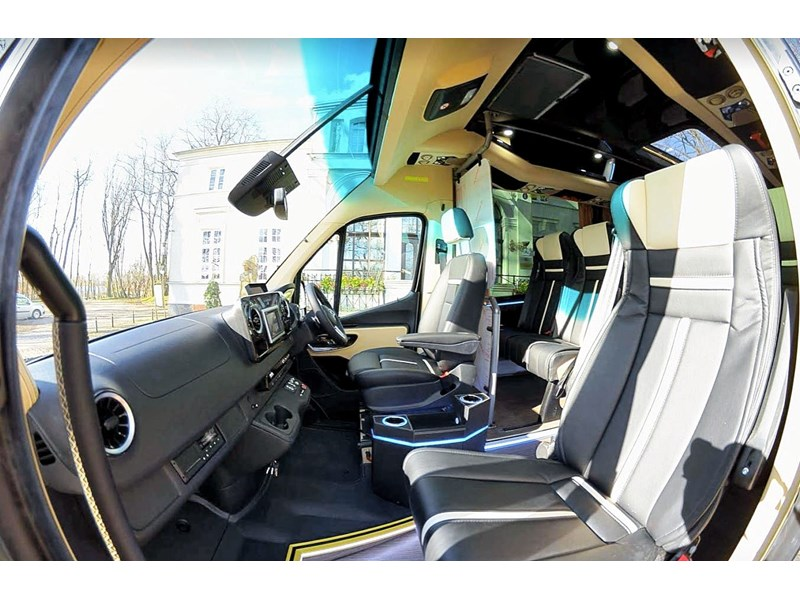 mercedes-benz sprinter 748052 011