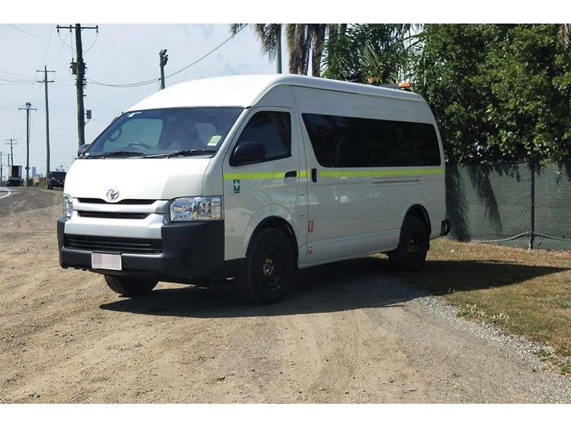 toyota 4x4 conversion of commuter bus 748126 001