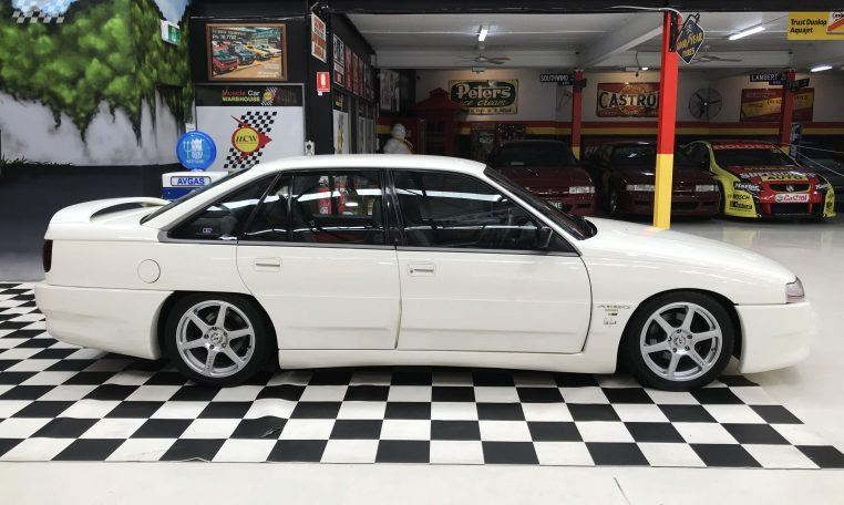 holden commodore 748277 002