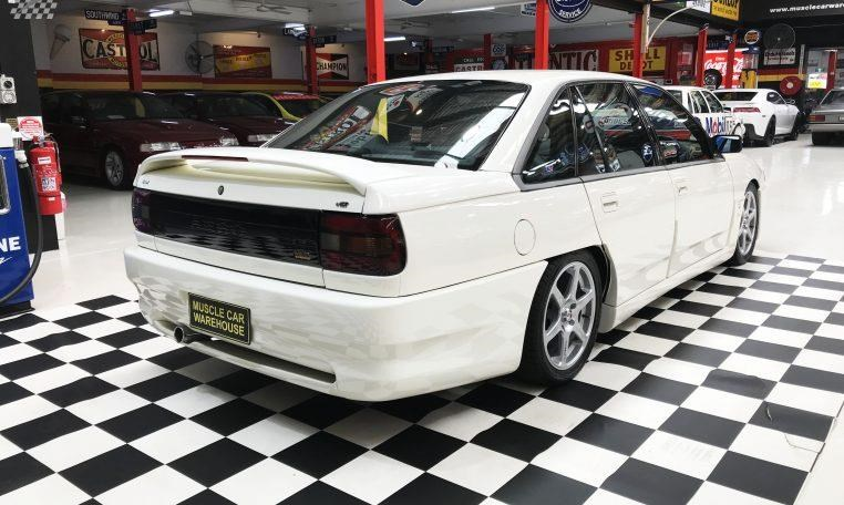 holden commodore 748277 003