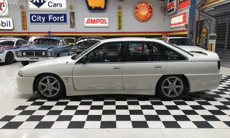 holden commodore 748277 006