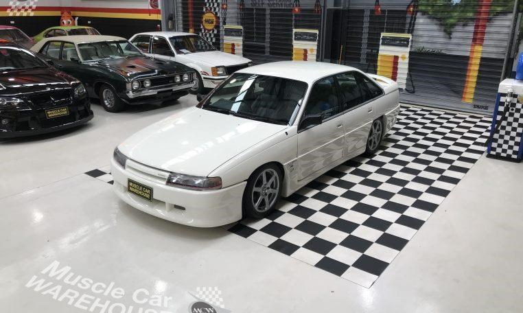 holden commodore 748277 011