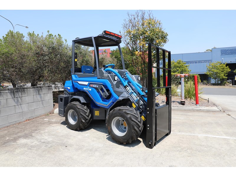 multione 6.3+ bee loader with side shift forks 583153 008