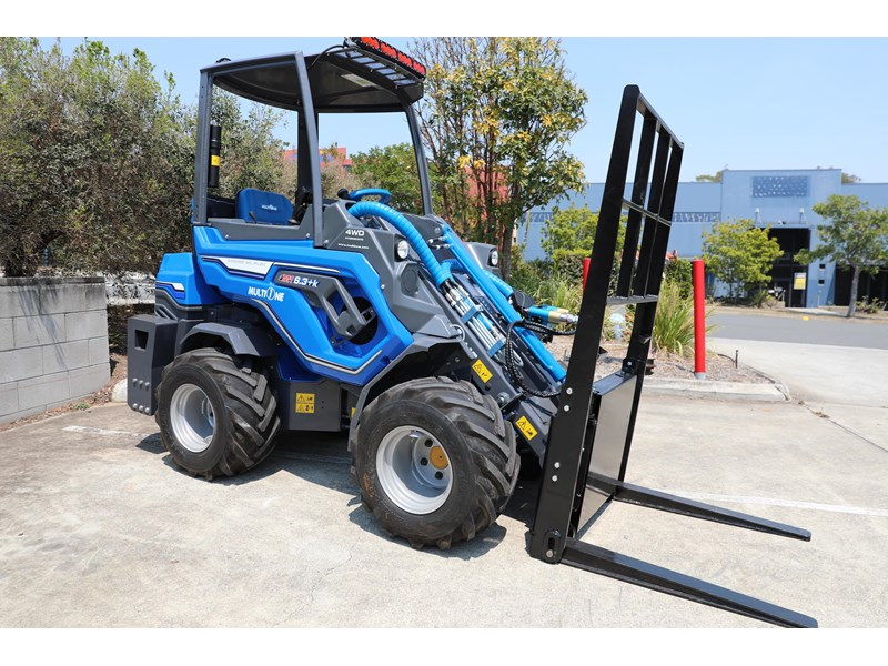 multione 6.3+ bee loader with side shift forks 583153 012