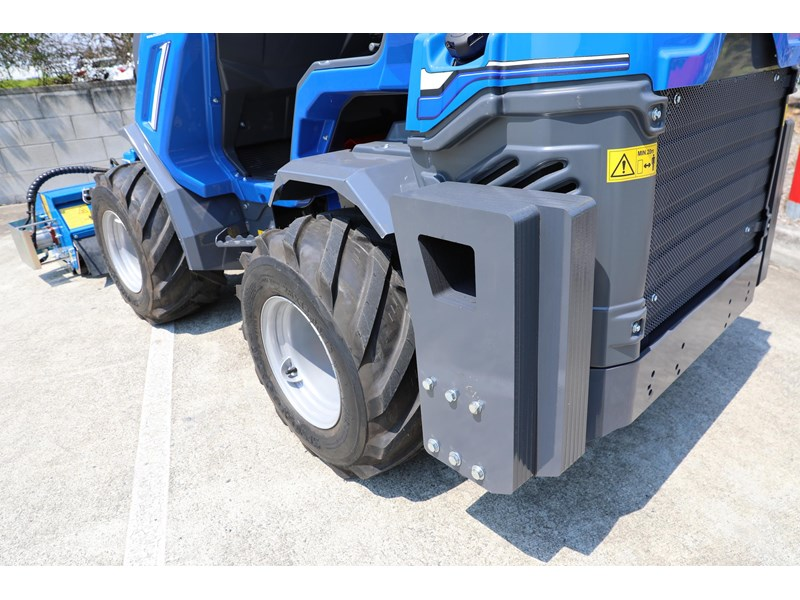 multione 6.3+ bee loader with side shift forks 583153 027