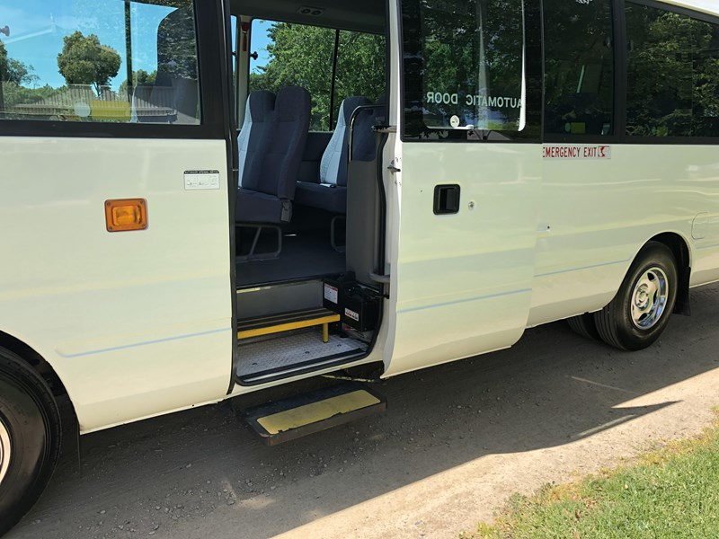 toyota coaster deluxe automatic 754216 011