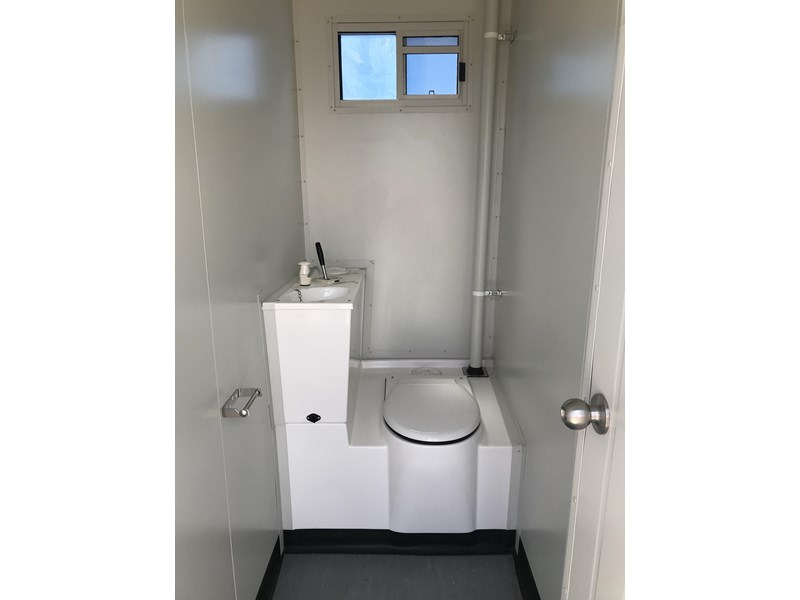 mcgregor 2.5m x 2.0m two room chemical toilet 755419 002