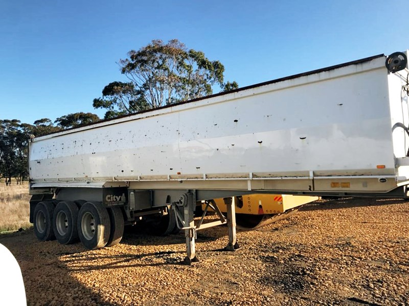 boomer triaxle semi tipper 773402 002