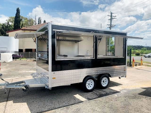 custom catering trailer 773783 001