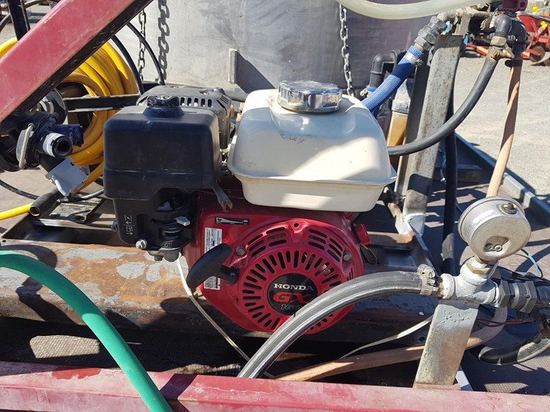 unknown 1000l ute deck mounted sprayer 554538 003