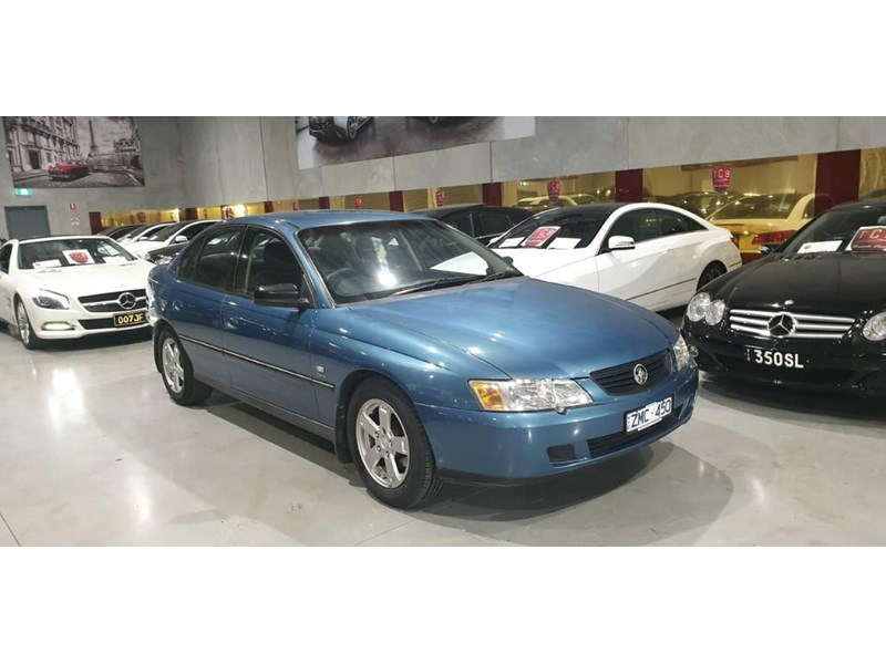 holden commodore 763699 002