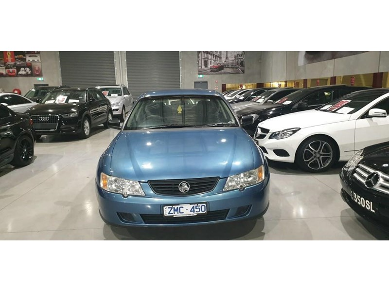 holden commodore 763699 003