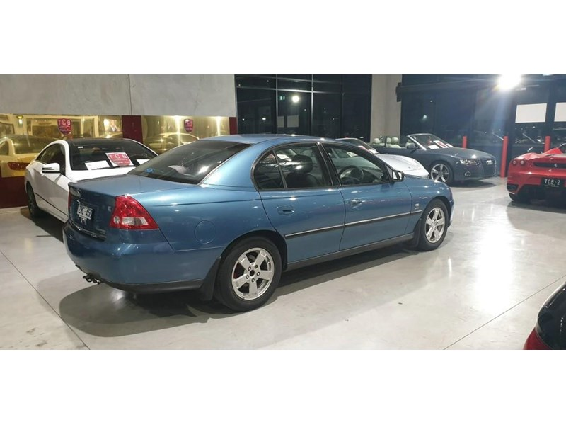 holden commodore 763699 004